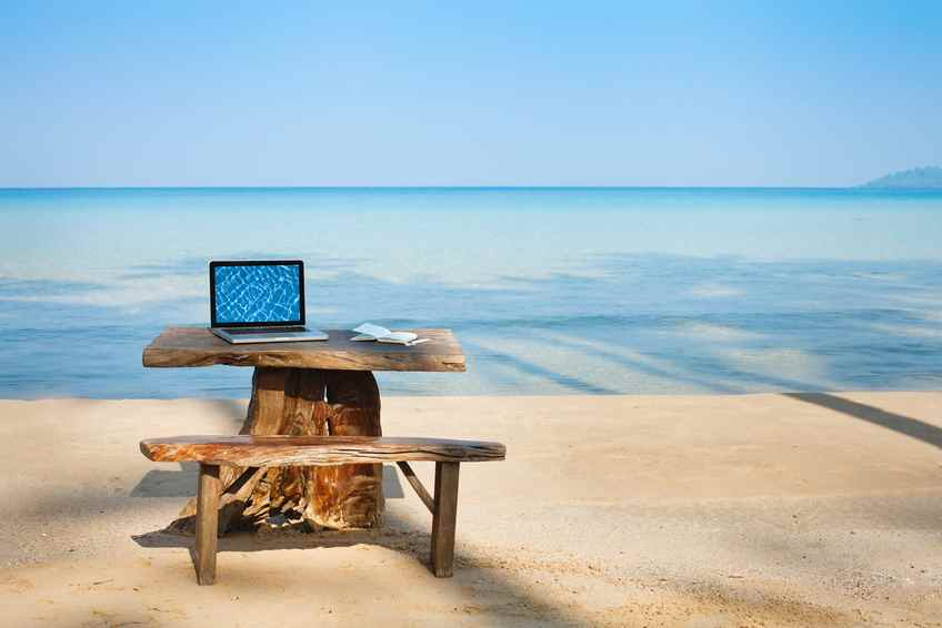 Sommerjob office on the beach, computer and table